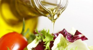 Bottle-With-Pouring-Olive-Oil-And-Vegetable-Salad-Shutterstock-800x430